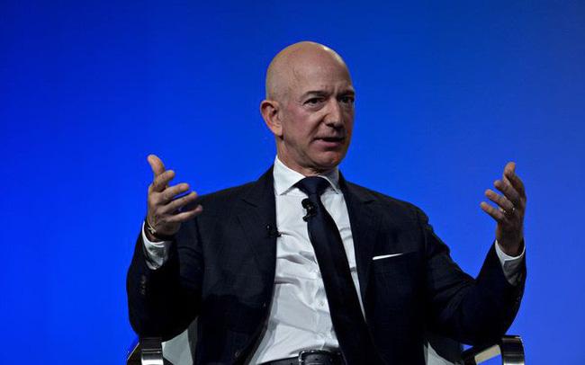 Các nhà đầu tư tâm huyết của Amazon thờ ơ trước bê bối ngoại tình của Jeff Bezos