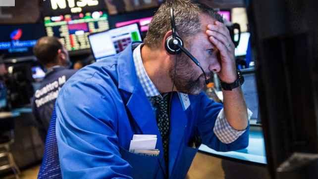 Dow Jones giảm hơn 100 điểm, Nasdaq Composite đứt mạch 8 phiên tăng liền