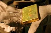 Giá USD và lợi suất trái phiếu tăng đẩy giá vàng về đáy 4 tuần