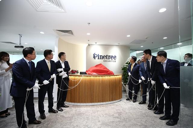 Lễ ra mắt thương hiệu Chứng khoán Pinetree Việt Nam