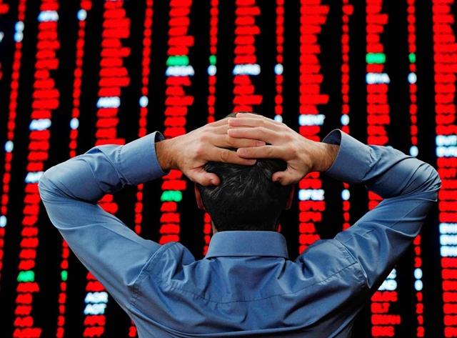 """Nikkei 225 """"bốc hơi"""" hơn 1,200 điểm, Kospi rớt hơn 3%"""