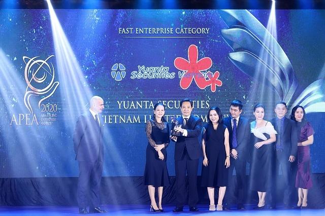 Yuanta Việt Nam nhận giải thưởng Doanh nghiệp tăng trưởng nhanh APEA