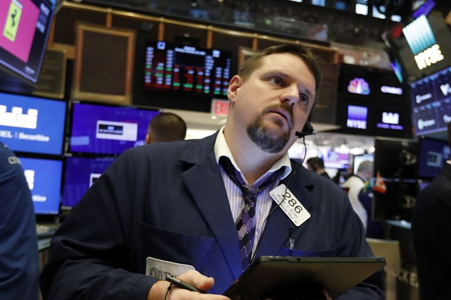 Xóa sạch đà tăng 1.5% đầu phiên, S&P 500 chuyển sang giảm điểm