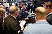 Nasdaq chạm mốc kỷ lục, Dow Jones có ngày giảm liên tiếp thứ 7