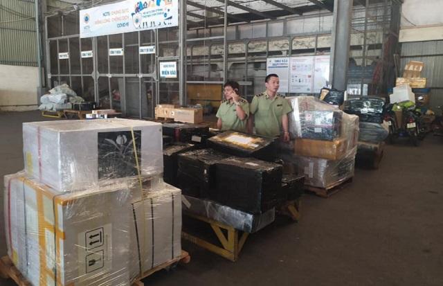 Bắt giữ lô hàng nhập lậu khủng tại sân bay Nội Bài