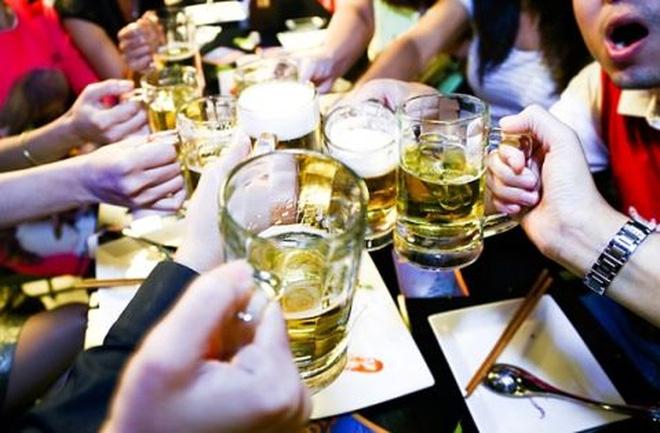 Đặt cược vào bàn nhậu của người Việt, các hãng bia