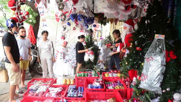 Sôi động thị trường Giáng sinh