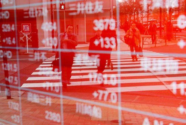 Nikkei 225 giảm hơn 3%, Hang Seng mất hơn 500 điểm