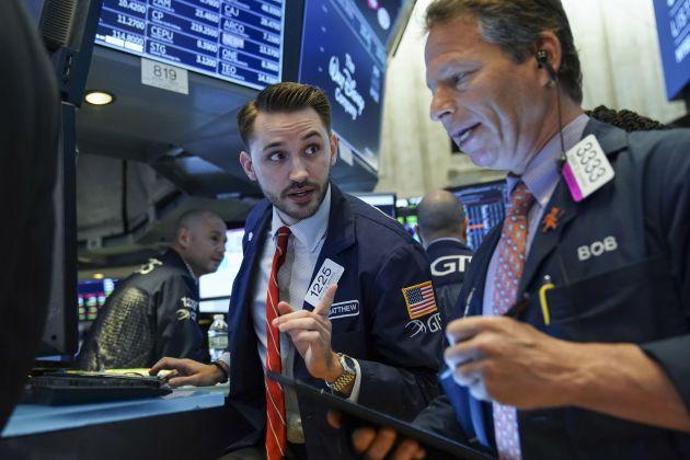 Mỹ nới lỏng ràng buộc cho Huawei, cổ phiếu công nghệ dậy sóng, Dow Jones tăng hơn 150 điểm