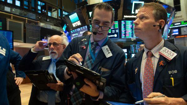 Hợp đồng tương lai Dow Jones quay đầu giảm hơn 100 điểm