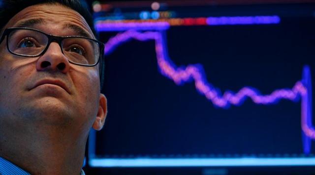 Làn sóng bán tháo công nghệ tiếp diễn, Nasdaq rớt 3.6%, Dow Jones mất 400 điểm