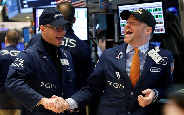 Gạt bỏ nỗi lo lạm phát, Dow Jones bật tăng 550 điểm