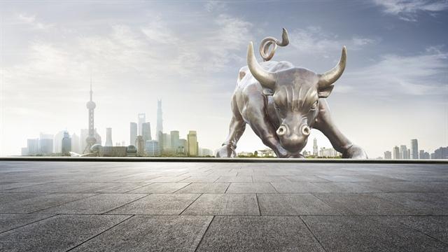 """Chứng khoán toàn cầu """"thở phào"""" sau khi PBoC bơm vốn và Evergrande thỏa thuận với chủ nợ"""