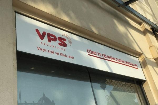 VPS thu phí dịch hệ vụ thống, nhà đầu tư phản ứng trái chiều