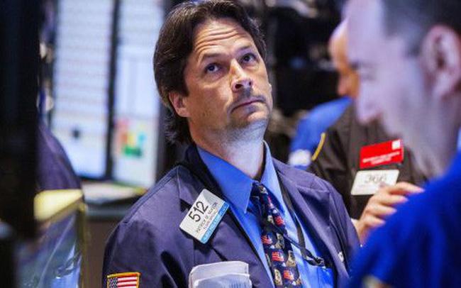 Doanh số ngành bán lẻ thấp nhất trong 10 năm qua, Dow Jones cùng S&P 500 đồng loạt giảm điểm