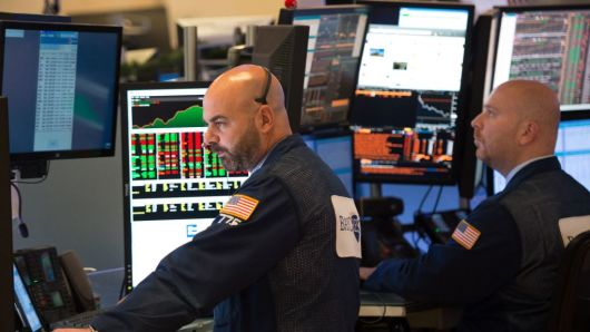 Dow Jones tăng hơn 250 điểm nhờ báo cáo lợi nhuận lạc quan từ Target và Lowe