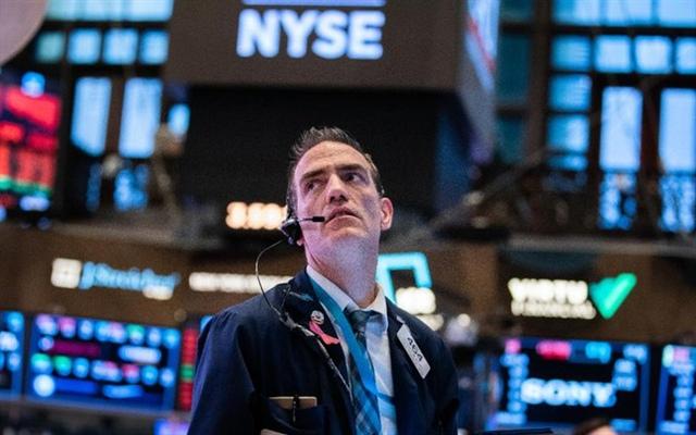 Dow Jones tăng 200 điểm bất chấp nỗi ám ảnh về Covid-19