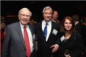 Warren Buffett tích cực 'gom' cổ phiếu ngân hàng, bán bớt Apple