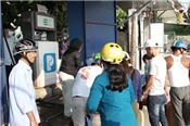 Người dân đảo Lý Sơn xếp hàng mua xăng dầu dự trữ