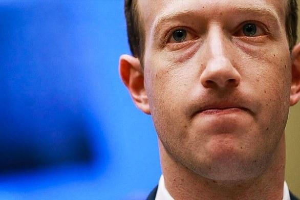 """Cổ đông Facebook """"âm mưu"""" lật đổ Mark Zuckerberg"""
