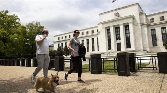 Fed cảnh báo thị trường chứng khoán có thể giảm mạnh