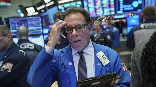 Dow Jones rớt 500 điểm, Nasdaq giảm gần 3% khi cổ phiếu công nghệ bị bán tháo