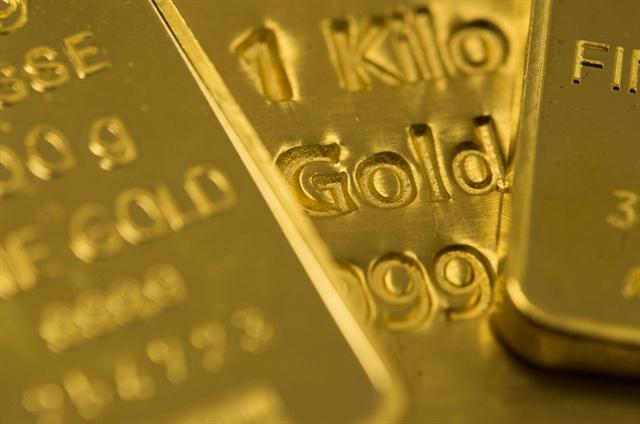 Nhà đầu tư lớn tuổi đổ xô mua vàng, trong khi lớp trẻ chọn Bitcoin