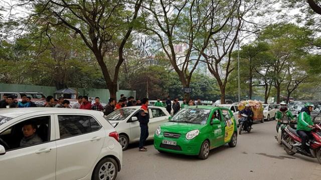Đề xuất dùng chung biển số màu vàng cho cả taxi, Uber, Grab
