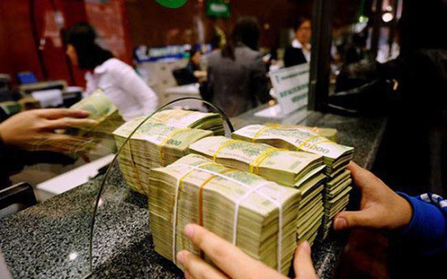Tiền gửi của dân cư vào ngân hàng bất ngờ giảm trong tháng 7