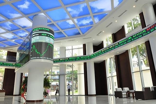 Bất chấp nghẽn lệnh, HOSE đạt doanh thu hơn 1,300 tỷ đồng sau nửa đầu năm 2021