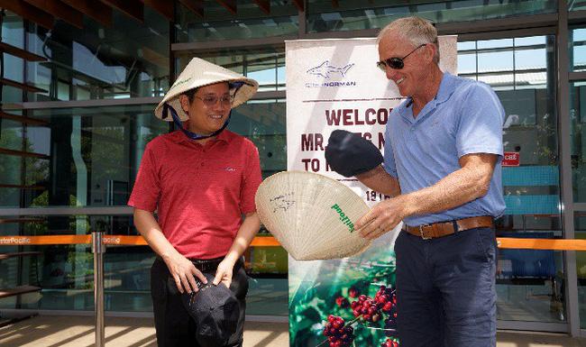 Golf thủ huyền thoại Greg Norman thăm vùng cà phê huyền thoại CADA tỉnh Đắk Lắk