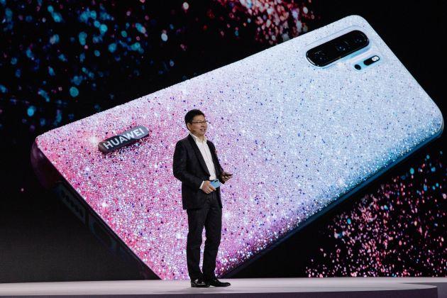 Huawei liên tục gặp rắc rối, cổ phiếu của các nhà cung ứng cho Huawei rớt mạnh