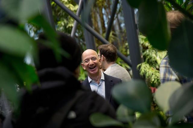 Jeff Bezos, Mark Zuckerberg và Elon Musk 'đút túi' 115 tỷ USD trong năm 2020