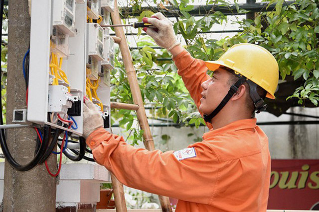 Kiến nghị giảm giá điện sau khi giá xăng xuống thấp nhất 11 năm
