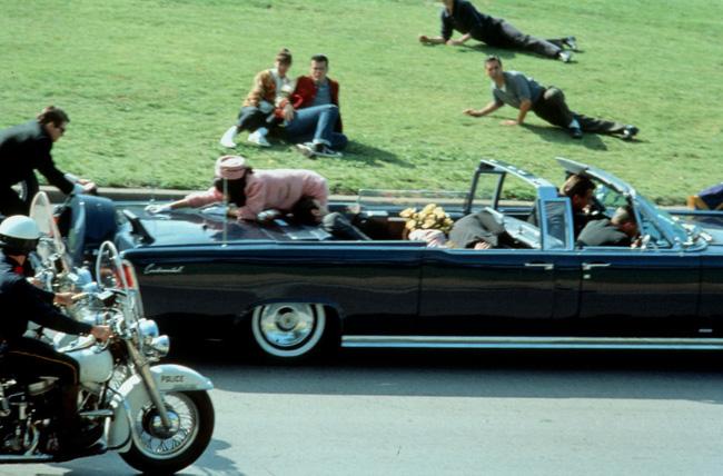 Vụ ám sát Kennedy: Hung thủ được hỗ trợ bởi chứng bệnh mãn tính của tổng thống