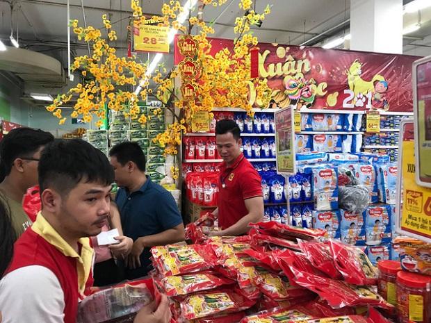 Hàng hóa ngày 30 Tết, chỉ rau củ tăng giá