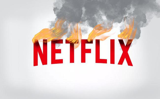 """Từng là """"ông hoàng"""" của thị trường xem phim trực tuyến, Netflix đang lâm vào cảnh khốn khó: Người dùng quay đầu bỏ đi, vốn hoá sụt giảm không ngừng, đối thủ ng&"""