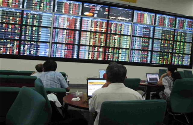 Hàng loạt cổ phiếu trụ cột giảm mạnh, VN-Index mất gần 3 điểm