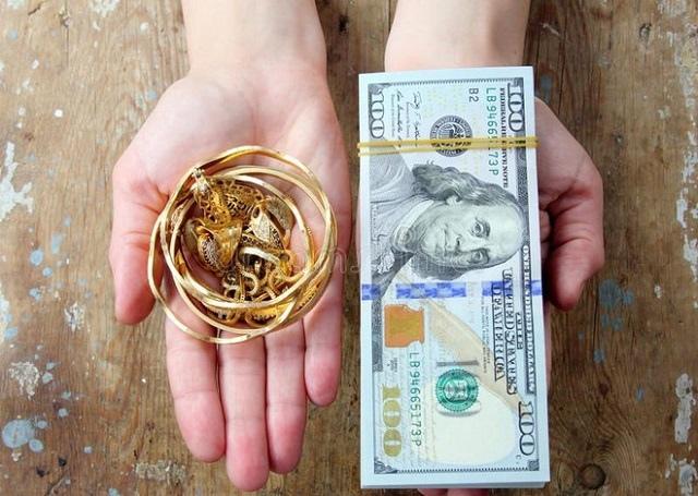 Nhà đầu tư Mỹ ồ ạt bán vàng, đổ tiền vào chứng khoán