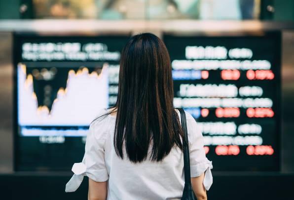 Chứng khoán Nhật Bản nhảy vọt hơn 4% khi Fed tăng tốc giải cứu kinh tế