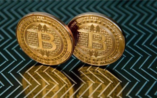 Bitcoin vượt 12.000 USD