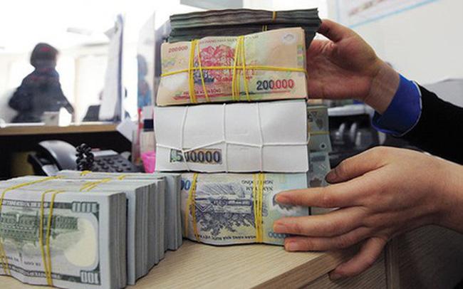 USD tự do giảm ngày thứ 2 liên tiếp, Vietcombank hạ tỷ giá 10 đồng
