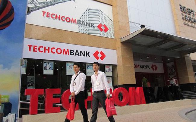 Techcombank bắt đầu bán cổ phiếu ESOP, CEO và CFO ngân hàng đăng ký mua hàng triệu cổ phần