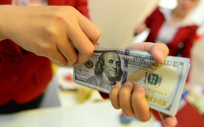 """USD """"chợ đen"""" liên tục lập đỉnh mới, nỗi lo tỷ giá vẫn chưa dứt"""