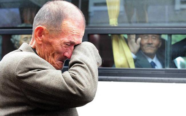 Sau 3 năm gián đoạn, Hàn Quốc và Triều Tiên tổ chức đoàn tụ những gia đình bị chia rẽ suốt 65 năm qua