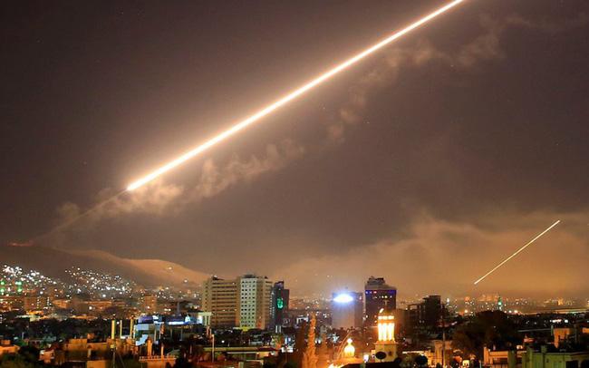 Syria bắn nhầm máy bay Nga khi điên cuồng chống lại các đợt không kích của Israel