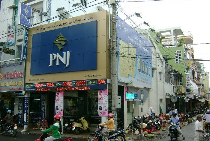 PNJ tạm đóng một số cửa hàng tại 3 thành phố lớn