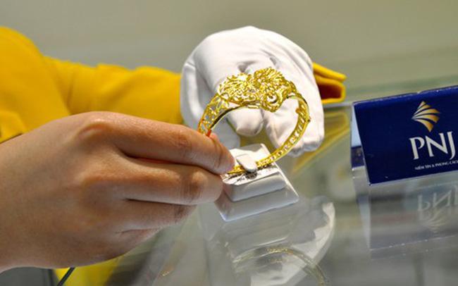 Đầu tuần giá vàng sụt mạnh, tỷ giá ngân hàng rục rịch tăng