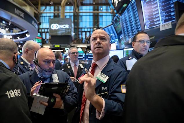 Bất chấp đà tăng trong phiên, Dow Jones vẫn giảm hơn 2% tuần qua