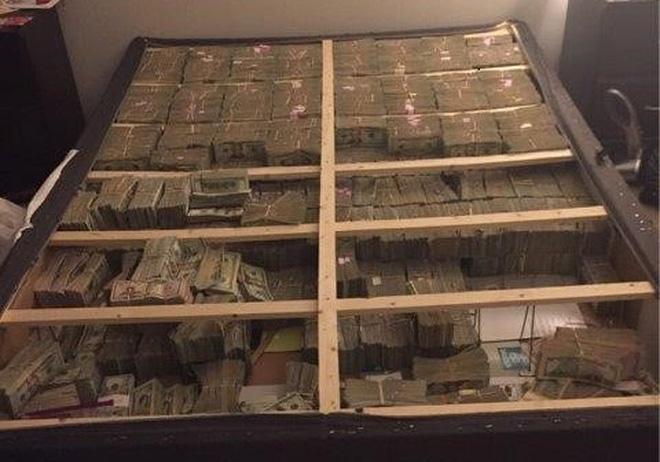 Truy quét rửa tiền, cảnh sát Mỹ phát hiện 20 triệu USD dưới gầm ghế